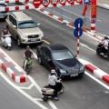 Bình luận giao thông ở chân cầu vượt