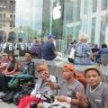 Sự thật thú vị quanh việc xếp hàng chờ mua iPhone 5