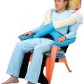 """Độc đáo chiếc... """"ghế ôm"""" dành cho người cô đơn"""