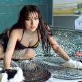 Độc: Chân dài mặc bikini rửa xe hút khách ở Hà Nội