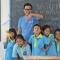 Bỏ lương hơn 22,5 USD/giờ, về Việt Nam giúp trẻ em nghèo