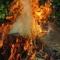 Bị bố chất rơm châm lửa đốt, con 7 tuổi nhập viện cấp cứu