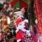"""Quà ấn tượng: Ông già Noel """"nhảy dù"""" xuống… phố cổ Hà Nội"""