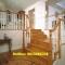 Cầu thang gỗ không chỉ là phương tiện cho ta di chuyển lên xuống mà nó còn là một hạng mục nội thất quan trọng trong