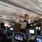 Trễ chuyến bay, phi công mua pizza đãi hàng trăm hành khách