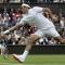 Tại sao các tay vợt ở giải Wimbledon đều phải mặc đồ trắng?