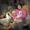 1 phụ nữ 65 tuổi : Chi hơn 1000 đô la để cứu 100 chú chó từ lễ hội thịt chó