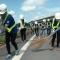 Gần 200 sinh viên, nhân viên nhặt rác trên đường cao tốc