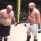 Đang thượng đài, võ sĩ 'bĩnh' ra quần khiến đối thủ 'chạy mất dép'