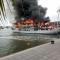 Tàu du lịch đang cháy dữ dội ở Tuần Châu, nhiều người nhảy ra khỏi tàu