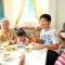 Tranh luận sôi nổi chuyện gắp mời người khác khi ăn