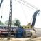 Tàu hỏa SE8 suýt đâm xe tải mắc kẹt trên đường ray