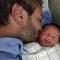 Nick Vujicic hạnh phúc khoe quí tử thứ 2 vừa chào đời