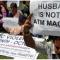 Các bà vợ có thể sẽ bị phạt 500.000 đồng nếu giữ hết lương chồng