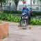 Sài Gòn lắp barie trên vỉa hè: Bảo vệ người đi bộ, chống xe máy leo lề