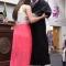 clip hôn thê dìu hôn phu trên giảng đường lãnh bằng tốt nghiệp gây xúc động mạnh