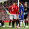 Mourinho mơn trớn logo Man Utd sau màn trả đũa Chelsea thành công