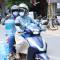 Nhiều chị em Hà Nội phải 'thả rông' vì không chịu nổi cái nóng 40 độ.