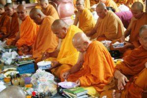 Giải đáp: Phật tự tu tại gia nên duy trì ăn chay mấy ngày trong tháng