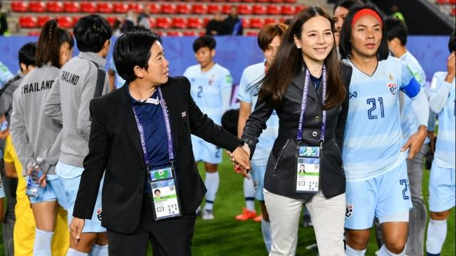 Trưởng đoàn, HLV nữ Thái Lan rủ nhau từ chức sau World Cup